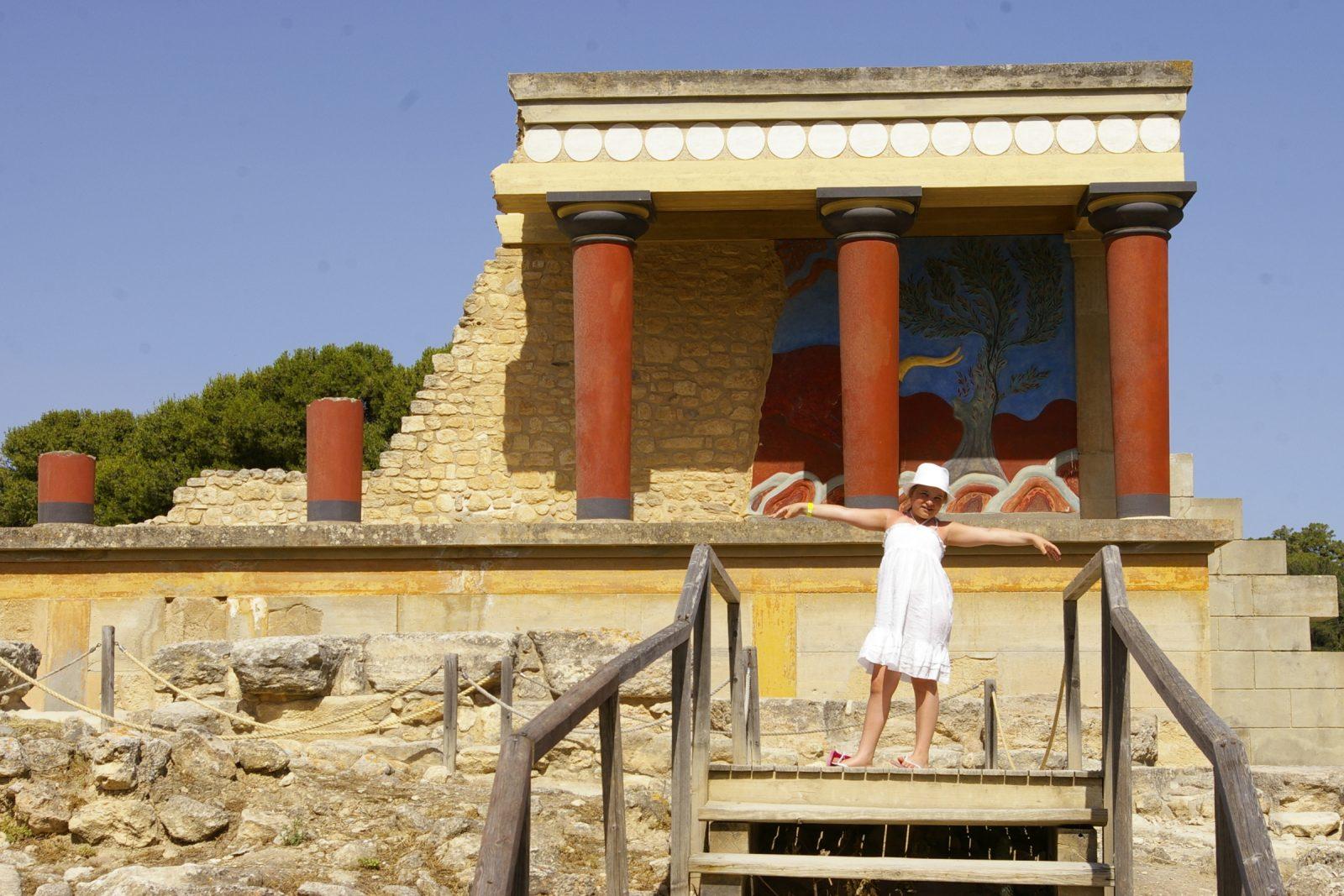 Кносский дворец - самый большой и роскошный Минойский дворец острова Крит.